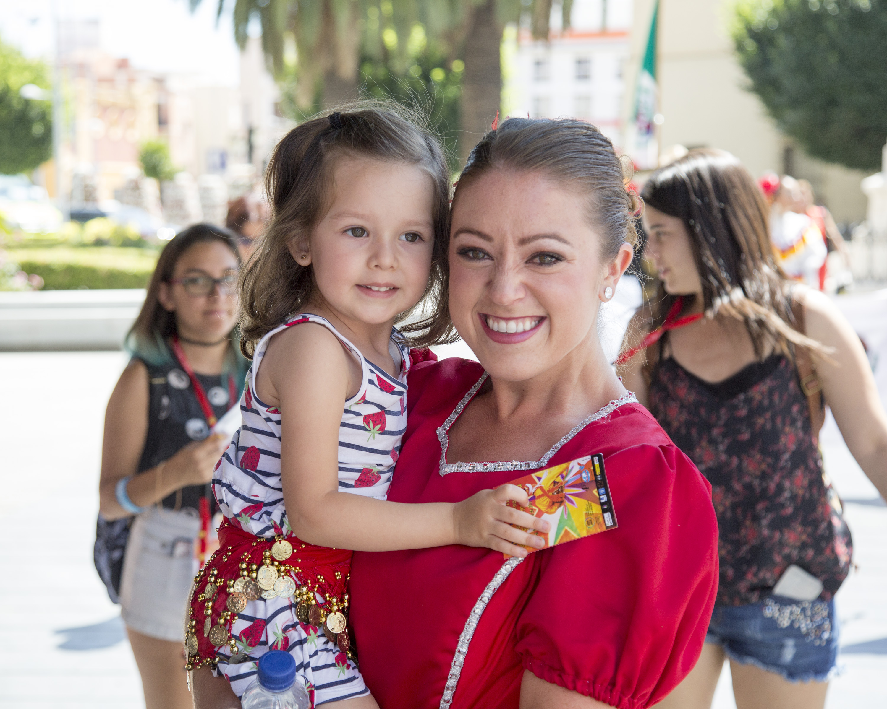 Kylie Faulk in her US clog costume spending time with local children while at the Extremadura Festival in Badajoz, Spain, in 2015.